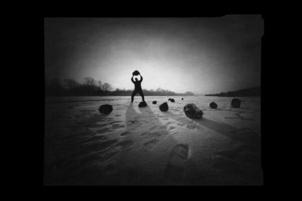 lalak-jacek-z-cyklu-naswietlenia-fotografia-otworkowa-chodziez-2004